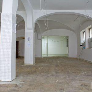 Vorher: Verkaufsraum mit entferntem Teppich im Löwen-Laden. Tübingen 2015. Foto: Martin Schreier / www.schreier.co