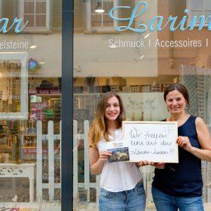 """""""Wir freuen uns auf den Löwen-Laden"""", Christina Marapidou und Chadydja Tsadok, Larimar. Tübingen 2015. Foto: Martin Schreier / schreier.co"""
