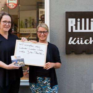 """""""Wir wünschen dem Löwen-Laden viele volle Jute-Beutel"""", Andrea Rilling und Ulrike Rumpel, Rilling Küchen. Tübingen 2015. Foto: Martin Schreier / schreier.co"""