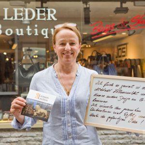 """""""Ich finde es genial, in der Altstadt Lebensmittel und diverse andere Dinge zu bekommen. Ich wünsche dem gesamten Unternehmen viel Erfolg und danke der großartigen Idee"""", sagt Monique Feuerbach, Leder Boutique. Tübingen 2015. Foto: Martin Schreier / schreier.co"""