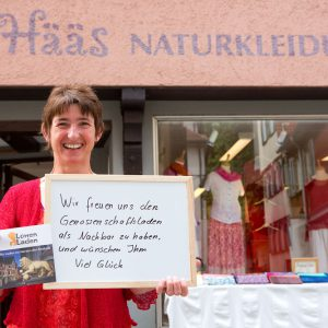 """""""Wir freuen uns, den Genossenschaftsladen als Nachbarn zu haben und wünschen ihm viel Glück"""", schreibt Iris Gutmann von 's Hääs. Tübingen 2015. Foto: Martin Schreier / schreier.co"""