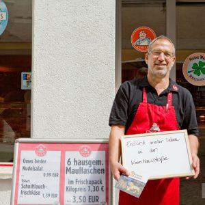 """""""Endlich wieder Leben in der Kornhausstrasse"""", meint Klaus Belser von der Fleischerei Zeeb. Tübingen 2015. Foto: Martin Schreier / schreier.co"""